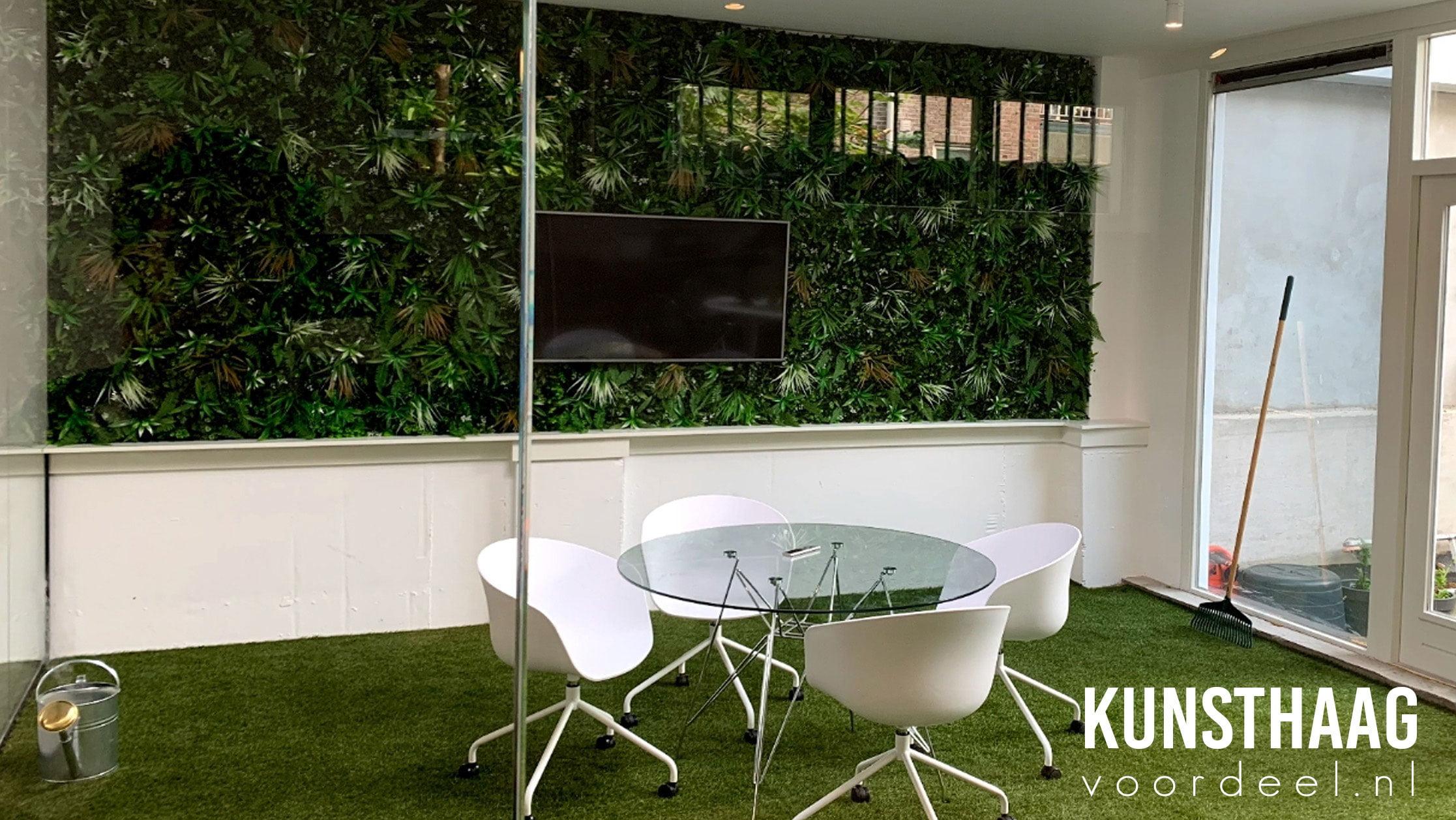 Kunstplantenwand-op-kantoor-kunsthaagvoordeel